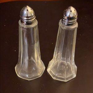 Glass salt & pepper shakers easy load EUC